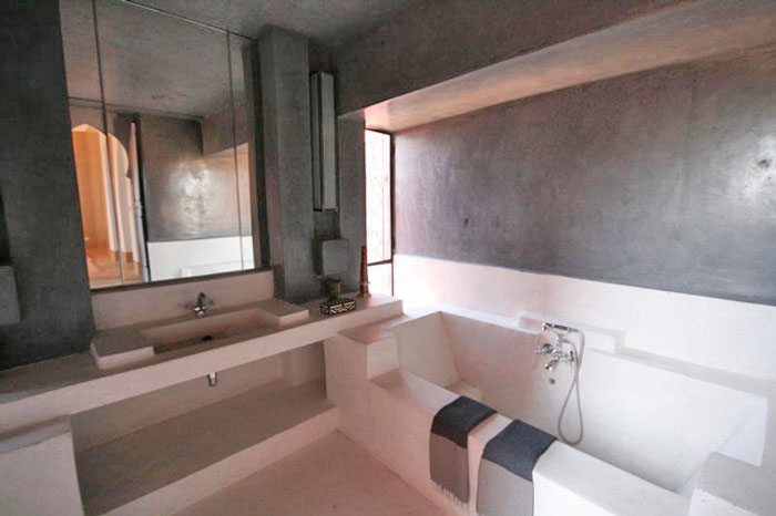 Visit rooms 3 or 5 and their bathrooms in ryad dar giulia for Salle de bain chambre
